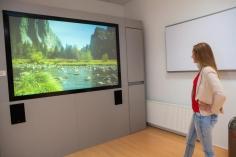 Kies voor een projectiescherm op maat, hier het DAP OPTIMA doorzichtprojectiescherm